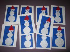 Lapsen tekemiä joulukortteja 2016. Lumiukot on leikattu konvehtirasian välipapereista.