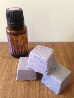 6 Aromatherapy Shower Melts (When There's No Time for a Bath) 7 Aromatherapie-Duschschmelzen (. Shower Bombs, Bath Bombs, Bath Melts, Diy Shower, Bath Shower, Shower Scrub, Diy Spa, Essential Oil Uses, Homemade Beauty Products