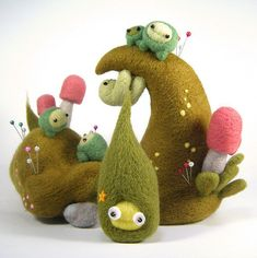 lovely felted creatures. What a cool pin cushion. Annalie, we can do this. I learned this weekend!