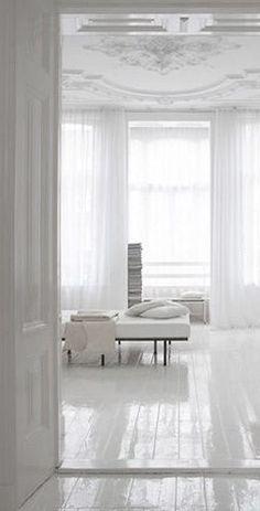   P   White Hay algo más puro que el blanco? Simplemente perfecto. Diferentes texturas para este total look