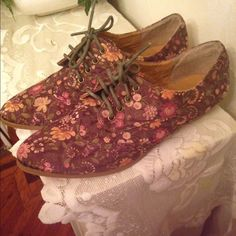 Forever 21 oxfords Floral Forever 21 Oxfords, never worn only tried on, ordered them a while ago and they didn't fit so I have no use for them, they must Go! Forever 21 Shoes Flats & Loafers