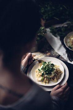 Papperadelle Pasta with Wild Garlic and Cheese - Pizza - Hochzeit Dark Food Photography, Photography Names, Outdoor Photography, Photography Tutorials, Creative Photography, Landscape Photography, Wild Garlic, Healthy Eating Recipes, Healthy Food