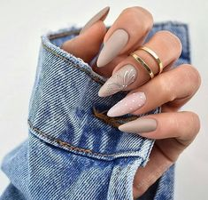 Semi-permanent varnish, false nails, patches: which manicure to choose? - My Nails Stiletto Nail Art, Cute Acrylic Nails, Matte Nails, Glitter Nails, Coffin Nails, Glow Nails, Black Nails, Swag Nails, Fun Nails