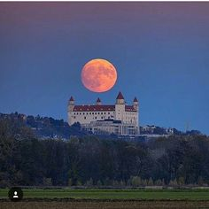 Bratislava castle, Slovakia Most Beautiful Cities, Beautiful Places In The World, Places Around The World, Wonderful Places, Travel Pictures, Cool Pictures, Earth Sun And Moon, Bratislava Slovakia, Shoot The Moon