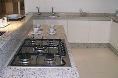 Granito Branco Dallas: Preço, Mancha? Veja Fotos! Home Decor Furniture, Kitchen Furniture, Kitchen Decor, Kitchen Design, Furniture Design, Kitchen Stove, Kitchen And Bath, Kitchen Cabinets, Kitchen Appliances