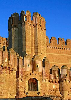 Castillo de Coca in Segovia - Castile and León, Spain Spain Places To Visit, Places To See, Bilbao, Madrid, Palaces, Monuments, Valence, Around The World In 80 Days, Castle Ruins