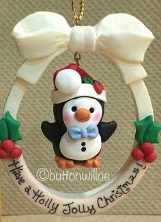 Artículos similares a Baby Penguin Christmas Ornament Personalized en Etsy Polymer Clay Ornaments, Sculpey Clay, Polymer Clay Projects, Ornament Crafts, Xmas Ornaments, Diy Clay, Halloween Crafts For Kids, Holiday Crafts, Winter Torte