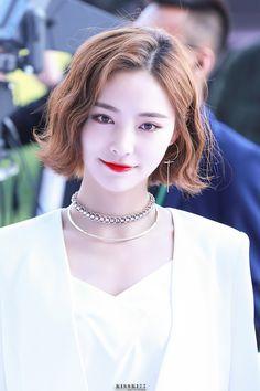 Blunt Bob Hairstyles, Cute Hairstyles, Wedding Hairstyles, Japanese Short Hair, Korean Short Hair, Medium Hair Styles, Short Hair Styles, Short Wedding Hair, Platinum Blonde Hair