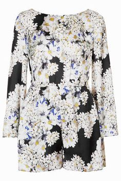 floral romper / topshop - would prefer it as a shirt Playsuit Romper, Playsuits, Long Jumpsuits, Black Romper, Fashion Outfits, Womens Fashion, Fashion Tips, Passion For Fashion, Spring Summer Fashion