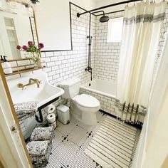 Small Bathroom With Tub, Bathroom Tub Shower, Tub Shower Combo, Bathroom Renos, Bungalow Bathroom, Bathroom Laundry, Small Tub, Shower With Tub, Small Bathroom Designs