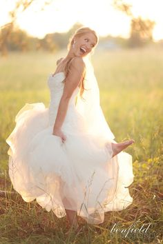 beautiful and timeless outdoor southern bridal portraits - omg this bride is totally adorable!