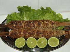 . Mais uma tradicional receita da nossa cozinha caipira, o tal do Espeto de Rojão. Feito de carne de porco,a receitaoriginal contem ...