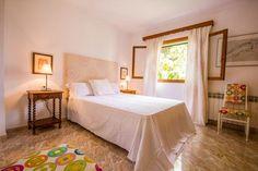 ¿Ya lo notaste? La combinación del tapete y la silla. ¿Chula, no? #Decotips #ByAlquilair  www.alquilair.com