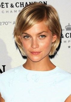 kurze Frisuren - 20 Best Short Haircuts for Fine Hair Haircuts For Fine Hair, Short Bob Hairstyles, Fall Hairstyles, Straight Haircuts, Blonde Hairstyles, Choppy Bob Hairstyles For Fine Hair, Chin Length Haircuts, Haircuts For Thin Fine Hair, Short Blonde Haircuts
