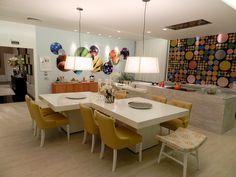 Cozinha projetada pela arquiteta Eliana Ahnert. Porcelanato Biancogres Travertino Romano Beige 63x63.
