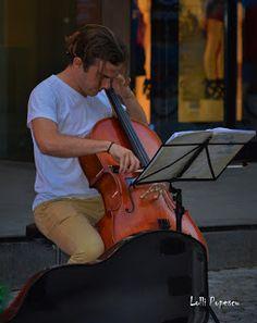 Pulsul orasului: D'ale strazii-Violoncelistul Violin, Ale, Music Instruments, Ale Beer, Musical Instruments, Ales, Beer