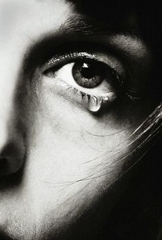 tears - Photo by Melvin Sokolsky. Foto Glamour, Tears Of Sadness, Facial Expressions, Beautiful Eyes, Black And White Photography, Photo Art, Portrait Photography, Poetry Photography, People Photography