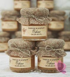 Rustic wedding favors for guests. Honey Packaging, Cookie Packaging, Food Packaging Design, Honey Bottles, Honey Label, Cake In A Jar, Jar Design, Rustic Wedding Favors, Jam Jar