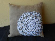 Cuscino collezione Pizzo e Balla in tela juta con inserto crochet bianco., by Le gioie di  Pippilella, 22,00€ su misshobby.com
