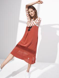 madewell audio tee worn with the silk cami dress, headliner sunglasses + pony® topstar sneakers.