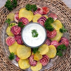 A delicious & healthy snack or appetizer: roasted beets with yoghurt parsley dip.
