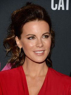 Kate Beckinsale Photos - Actress Kate Beckinsale attends Elyse Walker Presents The Pink Party 2013 hosted by Anne Hathaway at Barker Hangar on October 19, 2013 in Santa Monica, California. - Elyse Walker Presents The Pink Party 2013 Hosted By Anne Hathaway - Arrivals