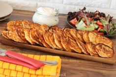 Kid friendly corn fritters - Quick and Easy Corn Fritters Pizza Croissant, Easy Corn Fritters, Kids Meals, Easy Meals, White Cheese, Canned Corn, Best Cheese, Dried Tomatoes, Good Food