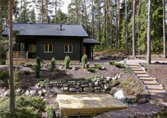 Upeimmat mökkipihat on rakennettu kekseliäästi, ahkeruudella ja innolla. Katso Meidän Mökin kuvat ja nappaa parhaat ideat. Maine House, My House, Landscape Architecture, Landscape Design, Exterior Siding, Black Exterior, Farm Stay, Cottage Exterior, Garden In The Woods