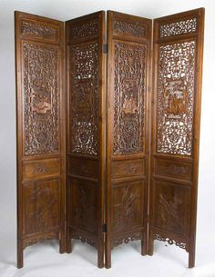 Antiek Handgesneden Kamerscherm - China (Beijing) - 19e eeuw Prachtig Antiek Chinees kamerscherm uit de 19e eeuw met ingesneden houtwerk op de panelen. Het kamerscherm heeft vier panelen.