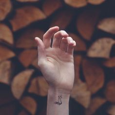 Minimalist And Beautiful Tattoos With Corresponding Backgrounds - UltraLinx