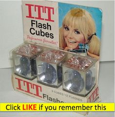 Flashcubes - remember the smell after you used them? Remember the burnt fingers when trying to remove the used up cube too fast after the last Flash? My Childhood Memories, Childhood Toys, Great Memories, School Memories, Photo Memories, Photo Vintage, Vintage Ads, Vintage Cameras, Vintage Stuff
