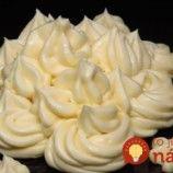 Krém diplomat: Konečne fantastický krém na plnenie aj na zdobenie, výborne drží a chuť božská – pripomína vanilkovú zmrzlinu! Icing, Pie, Cupcakes, Food, Trifle Desserts, Raffaello, Torte, Cake, Cupcake Cakes