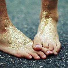 I don't know why I like this so much, but I do. Feet creep me out, but this is just such an interesting picture. I'd love to create something similar, maybe different body parts, love the gold glitter.