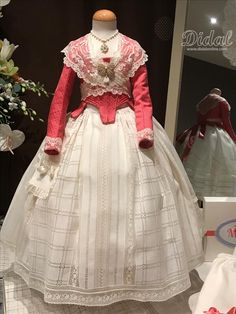 FALLAS 2019 Clothes, Dresses, Fashion, 50 Style, Needle Lace, Vintage Embroidery, Bag, Outfits, Vestidos