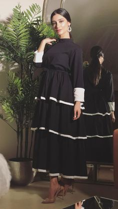 Modern Hijab Fashion, Abaya Fashion, Muslim Fashion, Women's Fashion Dresses, Modest Outfits, Classy Outfits, Dress Clothes For Women, Dresses For Work, Stylish Dresses
