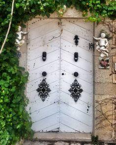 Entra sin llamar. #valldemossa  #mallorcamola #mallorcatestim #igersbalears #igersmallorca #igersSpain #loves_baleares #tramuntana #doors #inlovewithmallorca #total_baleares by mallorcamola