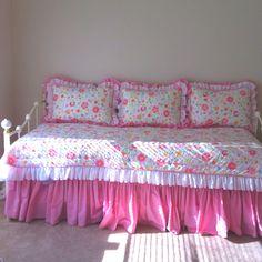 Most Stylish Bedding Set Design Diy Sofa, Diy Pillows, Ruffle Bedspread, Silk Bed Sheets, Creative Beds, Bed Cover Design, Designer Bed Sheets, Warm Bedroom, Kids Bedroom Designs