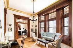 Oscar-nominated actress Jessica Chastain has just purchased an incredible Osborne apartment once owned by legendary composer Leonard Bernstein. New York Apartments, New York Homes, New York City Apartment, New Homes, Manhattan Apartment, Jessica Chastain, Studio Apartment Decorating, Luxury Decor, Living Room Interior