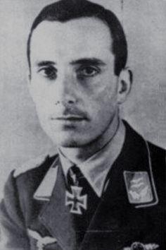 Major Franz Beyer (1918-1944), Ritterkreuz 30.08.1941 als Oberleutnant und Staffelkapitän 8./Jagdgeschwader 3 ✠ 81 Luftsiege. Flog zuletzt in der IV./JG 3. Am 11 Februar 1944 bei Venlo von zwei Spitfires gejagt und dabei Tiefflug einen Baum berührt. Tod durch Aufschlagbrand.