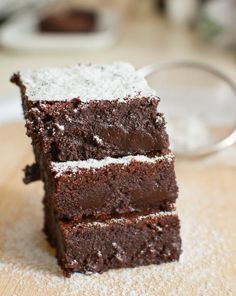 Egg White Chocolate Brownies -- Have egg whites leftover? Make these uber rich and chocolatey brownies! White Brownies, White Chocolate Brownies, Chocolate Wine, Chocolate Cream Cheese, Baking Chocolate, Chocolate Sweets, Chocolate Recipes, Brownie Recipes, Cake Recipes