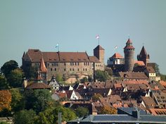 Thront über allem: die Nürnberger Kaiserburg. Foto: Dalibri