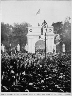 The 1907 unveiling ceremony. Ireland Pictures, Old Pictures, Old Photos, Dublin Street, Dublin City, Irish Culture, Photo Engraving, Irish American, Kingdom Of Great Britain