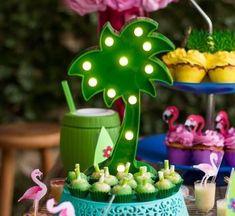 Tropical: 110 idéias e tutoriais cheios de alegria e cor - Deco für Geburtstag - Aloha Party, Luau Party, 1st Boy Birthday, Boy Birthday Parties, Flamingo Party Supplies, Sunset Party, 50th Party, Tropical Party, Baby Shower Decorations