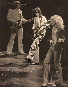 Robert Plant Led Zeppelin, Led Zeppelin I, Jimmy Page, Great Bands, Cool Bands, Hard Rock, Rock Rock, Live Rock, El Rock And Roll