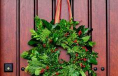 Einen schönen immergrünen Türkranz zur Adventszeit basteln