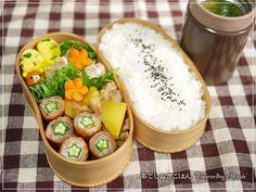 posted from @_nekotora_ 2014/05/14水曜日は、ネギ入り玉子焼き、えのきバター、焼売、肉じゃが、オクラの豚肉巻き、玉葱のお味噌汁、鍋炊きご飯(蒟蒻ライス入り) #obento #bento #obentoart でした。