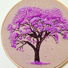 Wonderful Ribbon Embroidery Flowers by Hand Ideas. Enchanting Ribbon Embroidery Flowers by Hand Ideas. French Knot Embroidery, Hand Work Embroidery, Hand Embroidery Stitches, Silk Ribbon Embroidery, Crewel Embroidery, Embroidery Hoop Art, Hand Embroidery Designs, Embroidery Techniques, Cross Stitch Embroidery