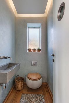 Designing a guest toilet - 16 nice ideas for a small toilet guest bathroom-design-small-rustic wooden floor-toilet seat-wood-pattern carpet Small Toilet Room, Guest Toilet, Bad Inspiration, Bathroom Inspiration, Bathroom Ideas, Diy Bathroom, Serene Bathroom, Bathroom Pink, Bathroom Toilets