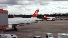 SWISS A320-200 (Registrierung HB-JLP) am Gate A11 - Check more at http://www.miles-around.de/trip-reports/economy-class/swiss-airbus-a320-200-economy-class-berlin-nach-zuerich/,  #A320-200 #Airbus #Airport #avgeek #Aviation #Berlin #EconomyClass #Flughafen #Lounge #LufthansaSenatorLounge #Niklas #Reisebericht #Sturm #SWISS #Trip-Report #TXL #Verspätung #Wetter #ZRH
