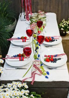 Table set for May 17 - celebration. Constitution day in Norway. Norwegian Style, Norwegian Food, Sons Of Norway, Norwegian Vikings, Norway Viking, Constitution Day, Scandinavian Food, Salad Bar, Holidays And Events